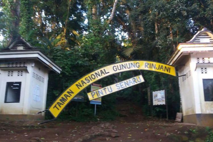 Pintu masuk pendakian Gunung Rinjani yang terlihat rusak usai gempa bermagnitudo 6,4, Minggu (29/7/2018)