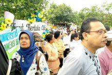 Isak Tangis Warga Pecah Sambut Kedatangan Jenazah Istri Wakil Wali Kota Ambon