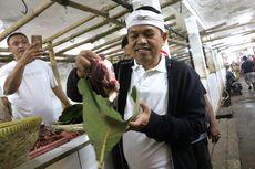 Dedi Mulyadi: Bungkus Daging Kurban Pakai Daun Jati, Solusi Terbaik Atasi Sampah Plastik