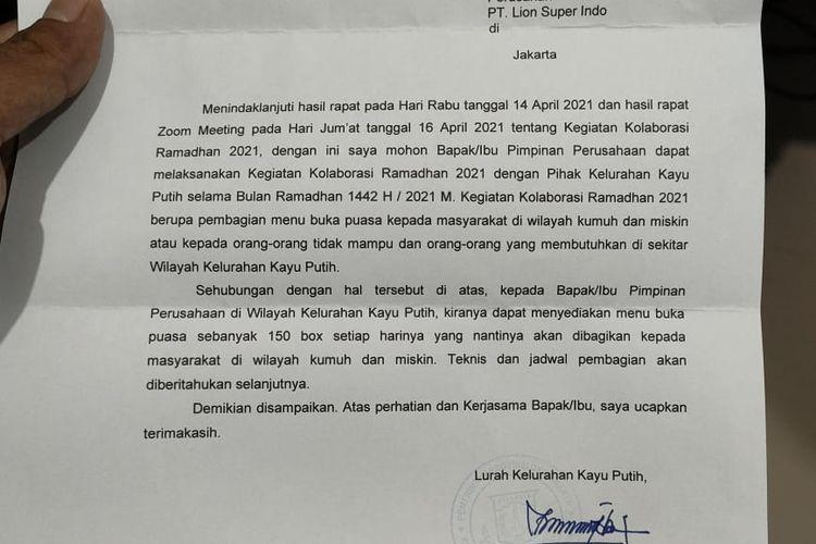 Dalam pesan berantai, disebutkan bahwa pihak Kelurahan Kayu Putih, Kecamatan Pulogebang, Jakarta Timur, meminta kepada setiap perusahaan di wilayah itu agar menyediakan 150 nasi kotak untuk berbuka puasa.
