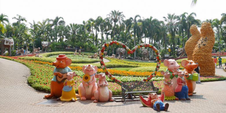 Peserta Cordela Vacation Trip to Thailand mengunjungi Nongnooch Village di Pattaya, Senin (5/2/2018).