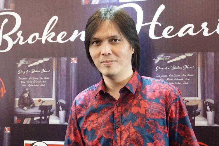 Artis musik Once Mekel dalam peluncuran album Story of a Broken Heart di sebuah restoran cepat saji di kawasan Kemang, Jakarta Selatan, Rabu (25/7/2018).