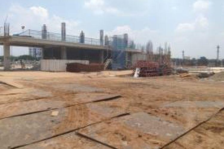 Proses pembangunan Indonesia International Exhibition & Convention Centre kini sudah mencapai pembuatan lantai dasar. Menurut target, dalam 277 hari mendatang, proses pengerjaan tahap pertama sudah harus selesai.