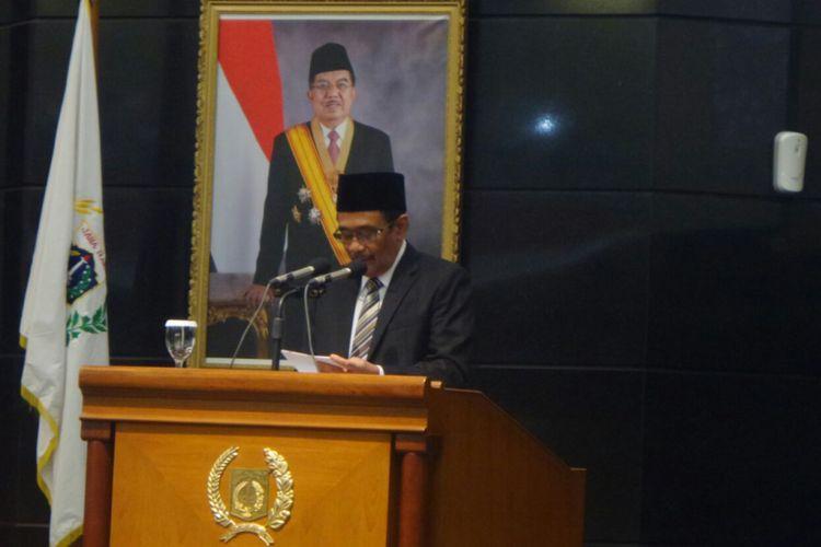 Gubernur DKI Jakarta Djarot Saiful Hidayat menyampaikan pidato dalam rapat paripurna DPRD DKI Jakarta yang digelar di gedung DPRD DKI, Jalan Kebon Sirih, Jakarta Pusat, Rabu (12/7/2017).