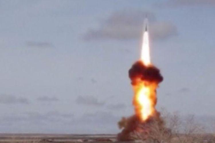 Dalam video yang dirilis Kementerian Pertahanan Rusia Senin (2/4/2018), Kremlin berhasil meluncurkan sistem pertahanan udara baru yang diyakini bisa menangkis rudal berhulu ledak nuklir.