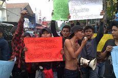 Bela Kawannya, Pengamen Kebayoran Lama Unjuk Rasa di PN Jaksel