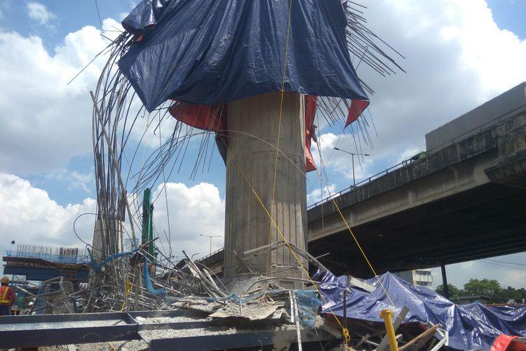 Puslabfor mulai cari bukti insiden melorotnya cor-coran di Tol Becakayu, Rabu (21/2/2018)