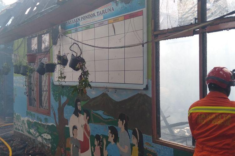 kebakaran di panti asuhan Pondok Taruna Terbakar, Cipayung, Jakarta Timur, Rabu (15/7/2020)