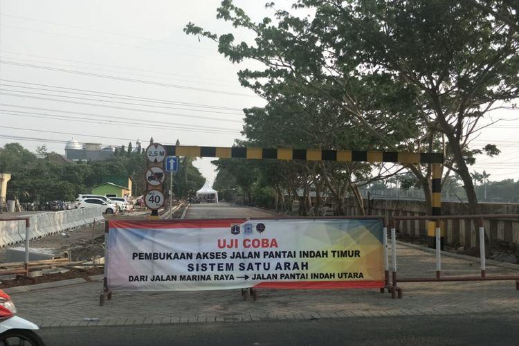 Gerbang Jalan Komplek Pinisi dan Trimaran yang dibongkar Pemerintah Kota Jakarta Utara untuk dibuat jalan tembus
