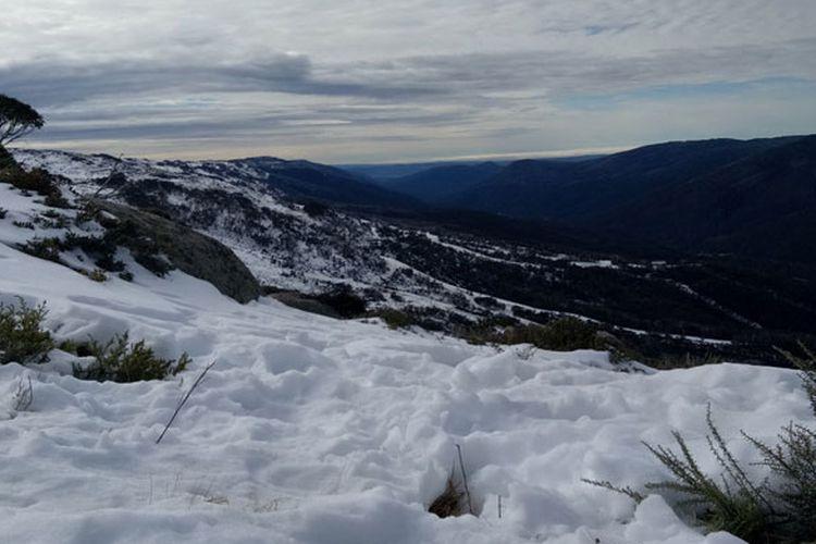 Thredbo berada di negara bagian New South Wales (NSW), Australia. Thredbo menyajikan pesona alam berupa pemandangan gunung bersalju yang bisa dinikmati dari ketinggian 1.927 meter hingga puncaknya, yaitu gunung Kosciuszko, yang merupakan gunung tertinggi di Australia.