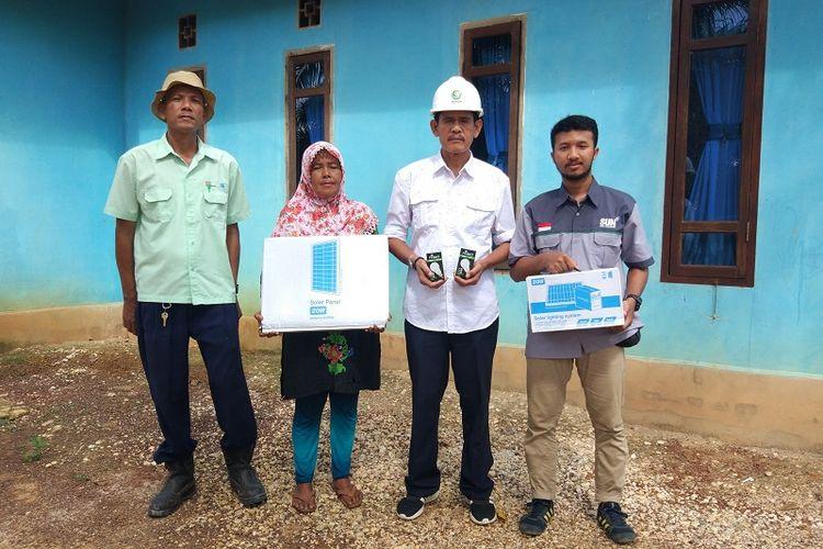 Terdapat 1.248 kepala keluarga (KK) di 34 desa di seluruh Indonesia yang sudah mendapatkan bantuan proyek Listrik Rumah Tenaga Surya (LRTS) ini, dari Sinar Mas.