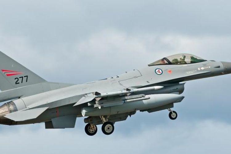 Sebuah F-16 milik AU Norwegia.