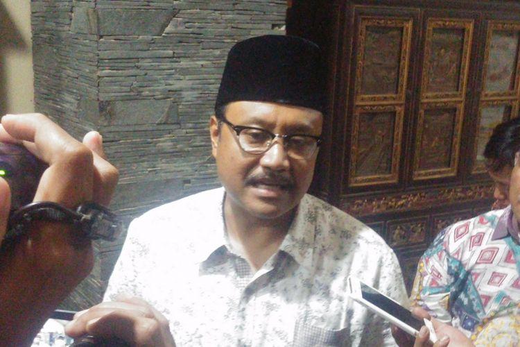 Bakal Calon Gubernur Jatim, Saifullah Yusuf (Gus Ipul) tetap berusaha tegar dan berfikir positif atas gejolak yang terjadi pada pasangan Gus Ipul - Azwar Anas beberapa hari terakhir.