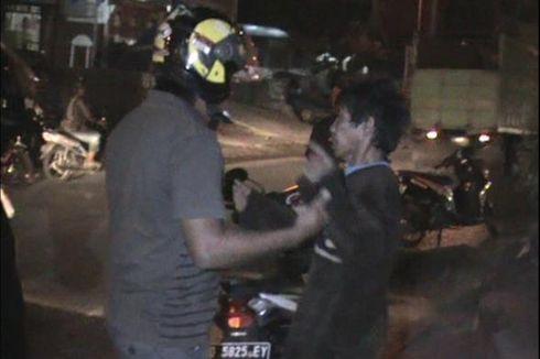 Tabrak Trotoar, Pria Ini Ancam Tikam Polisi saat Hendak Dibawa ke RS