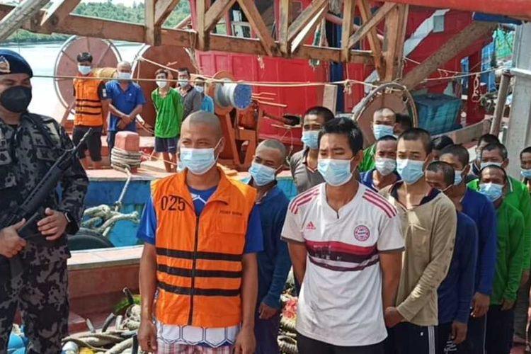 Penangkapan dua kapal asing berawal dari petugas patroli melakukan penyisiran di perairan Natuna dan di dapat ada dua kapal yang menangkap ikan. Dua kapal tersebut yakni KNF 7727 dan KG9307 TS di perairan Natuna, Kepri dan kedua KIA Vietnam ini diamankan oleh Kapal Patroli KKP Orca 003.