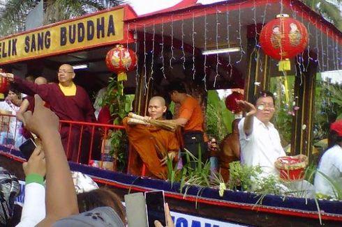Dharmasanti Waisak 2016 di Candi Borobudur Diikuti Seluruh Sangha Buddha