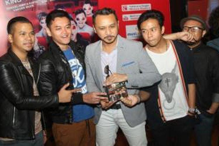 Band Nidji hadir dalam acara peluncuran album King of Soundtrack, di Club O1, fX Plaza, Jakarta Selatan, Jumat (25/4/2014).