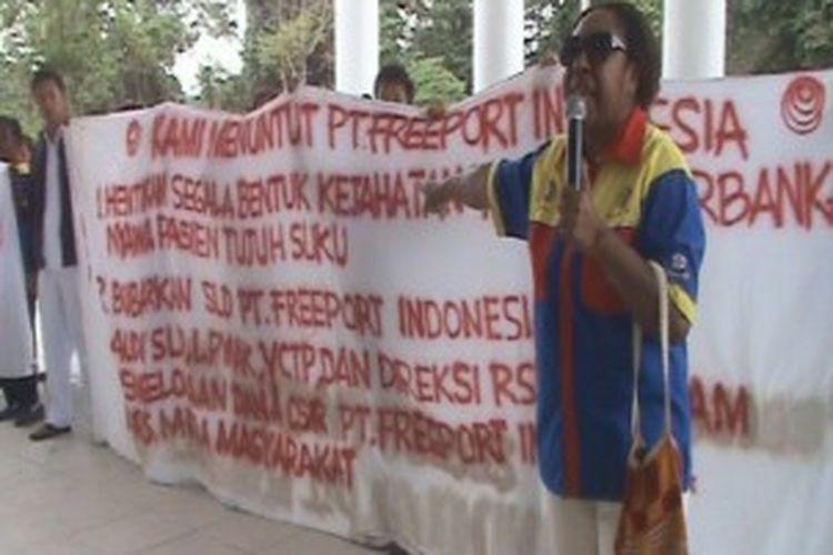 Demonstrasi karyawan RSMM, Selasa (2/7/2013).