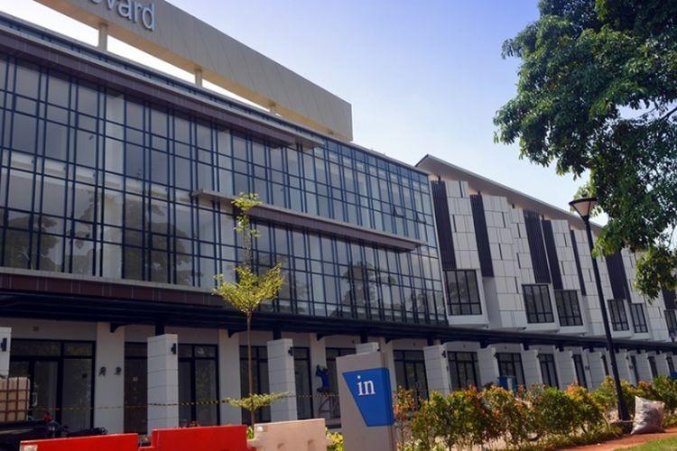 Seluas 370 hektar, JGC merupakan proyek yang dikembangkan PT Mitra Sindo Sukses, anak perusahaan PT Modernland Realty Tbk. di Jakarta Timur.