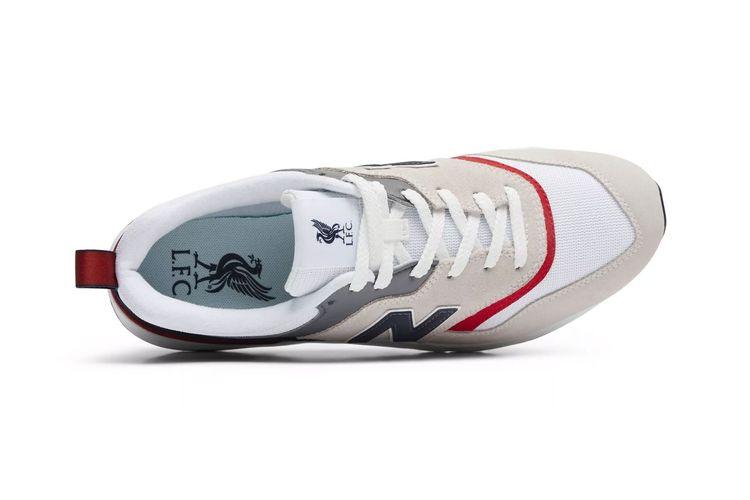 New Balance Ambil Inspirasi Jersey Tandang Liverpool untuk Sneakers Terbaru