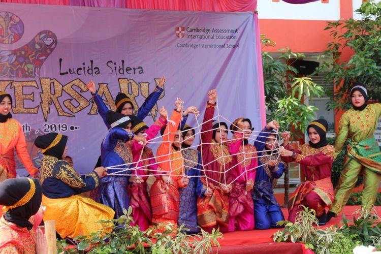 Fatihversary ke-10 digelar sebagai peringatan hari lahir sekolah khusus puteri Teuku Nyak Arif Fatih Bilingual School, Banda Aceh dan diadakan pada 20-23 November 2019 dengan menggelar berbagai kompetisi yang diikuti lebih dari 600 siswa dari berbagai sekolah di Aceh.