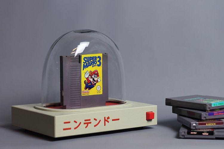 Pyua, konsol yang juga karya seni besutan desainer dan seniman Swedia, Love Hulten, yang dapat digunakan untuk memainkan game NES dan Famicom.