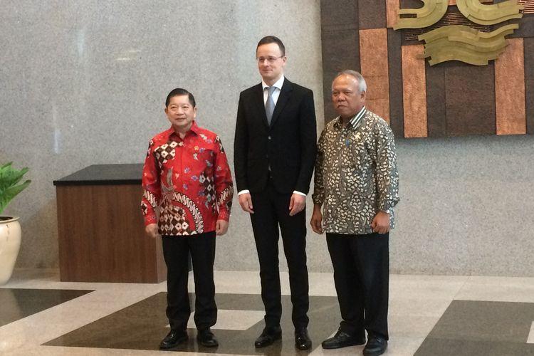 (Kiri-Kanan) Menteri PPN/Bappenas Suharso Monoarfa, Menteri Luar Negeri dan Perdagangan Hungaria Péter Szijjártó dan Menteri PUPR Basuki Hadimuljono usai breakfast meeting di Kementerian PUPR, Jakarta, Kamis, (23/1/2020).