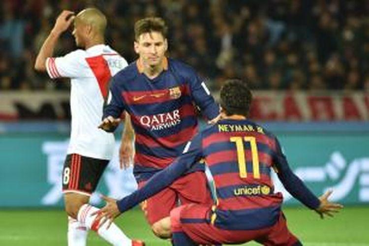Pemain Barcelona, Lionel Messi, melakukan selebrasi usai membobol gawang River Plate pada laga final Piala Dunia Antarklub di Stadion Nissan, Yokohama, Minggu (20/12/2015).