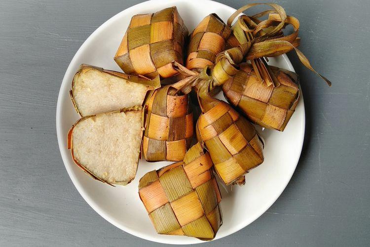 Ilustrasi ketupat, kuliner khas Lebaran di Indonesia. Ketupat terbuat dari beras dibungkus janur.