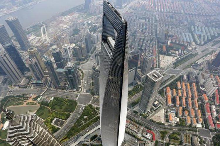 Shanghai Tower dirancang setinggi 632 meter dan merupakan pencakar langit terjangkung keempat di Tiongkok.