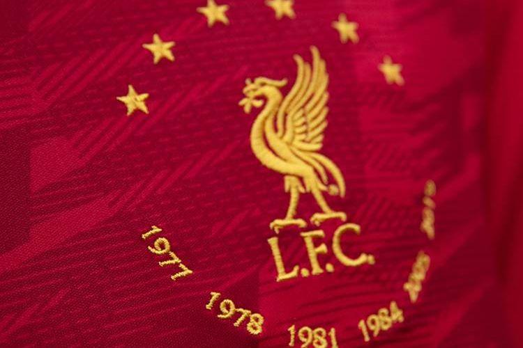 Six Times Red, koleksi New Balance Football yang mengangkat kesuksesan Liverpool FC meraih enam tropi Liga Champions.