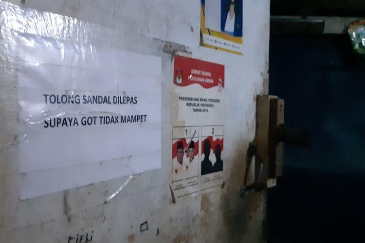 Gambar salah satu WC bersama di permukiman padat penduduk Pinangsia, Tamansari, Jakarta Barat, Selasa (8/10/2019)