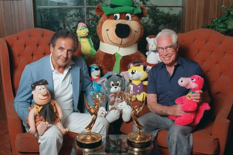 Joseph Barbera (kiri) dan William Hanna (kanan) bersama tokoh-tokoh kartun ciptaan mereka.