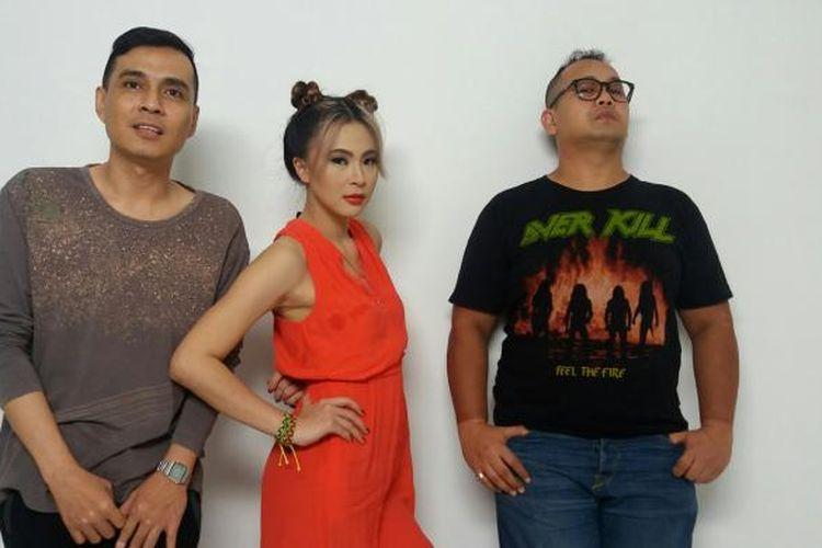 Netral yang terdiri dari Wily, Lisa dan Bimo saat shooting klip video Goobye Yesterday di Studio 17, Bangka, Jakarta Selatan, Jumat (27/11/2015).