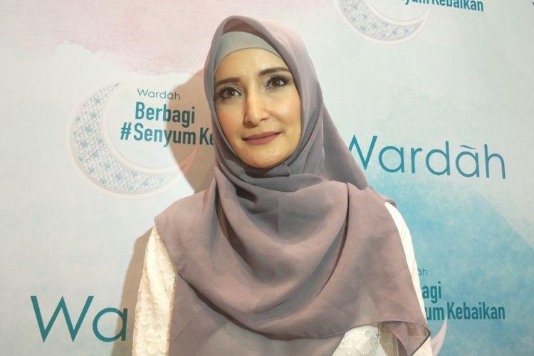 Inneke Koesherawati ditemui di sela acara Wardah berbagi #SenyumKebaikan di Sasana Kriya, TMII, Jakarta Timur, Rabu (30/5/2018) malam.