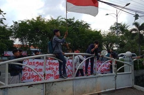 Lagi, Warga Demo di Kantor DPRD Kota Bekasi Minta Audit Kartu Sehat