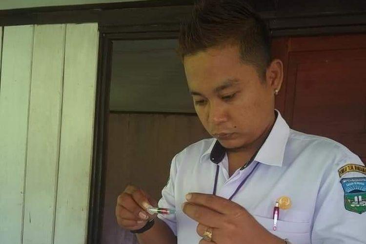 Patra Marinna Jauhari, saat bertugas di pedalaman  Oya, Kabupaten Teluk Wondama, Papua Barat.
