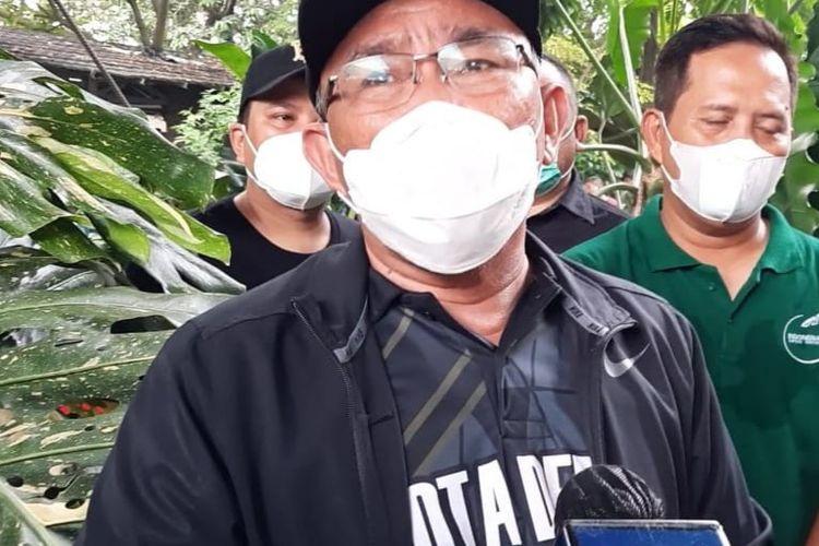Walikota Depok, Mohammad Idris saat mengunjungi Kontes Aroid Nasional di Bojong Sari, Depok, Jawa Barat, Minggu (04/04/2021).