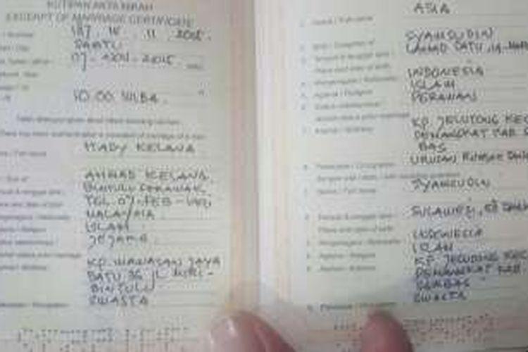 Pasangan Warga Indonesia Malaysia Ini Menikah Pakai Buku