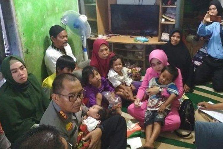 Kapolresta Balikpapan, Kombes Pol Turmudi dan istri jenguk enam anak yatim piatu (Tribun Kaltim/Zainul)