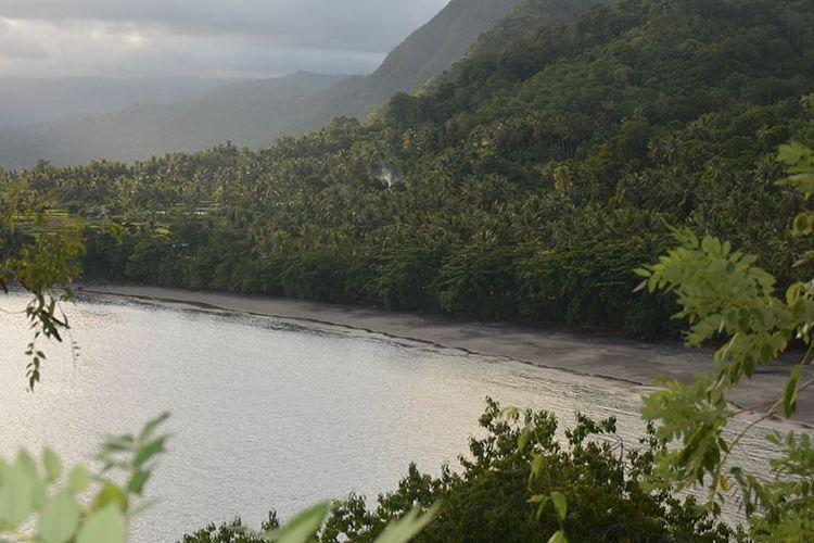Pantai Enagera di bagian selatan dari Kabupaten Nagekeo sangat eksotis saat matahari terbenam. Obyek wisata ini sedang gencar dipromosikan oleh pemuda Maupongo dengan memulai Festival Pantai Enagera-Maupongo-Nagekeo, Flores, NTT, Selasa (26/2/2019).