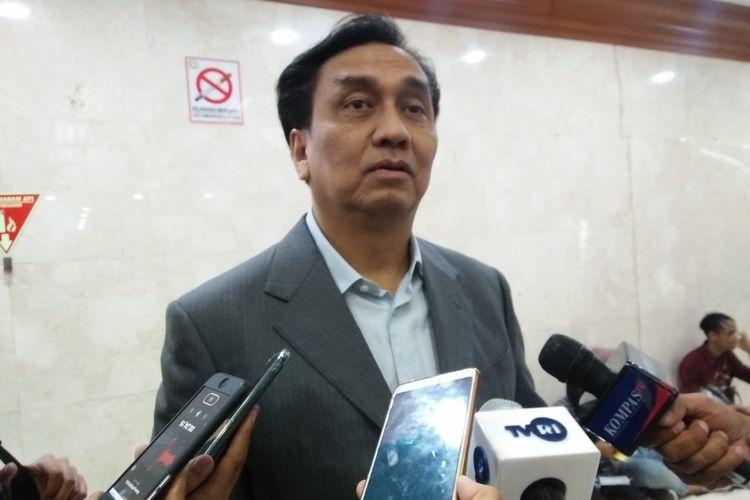 Anggota Komisi I dari Fraksi PDI Perjuangan Effendi Simbolon di Kompleks Parlemen, Senayan Jakarta, Selasa (12/11/2019).