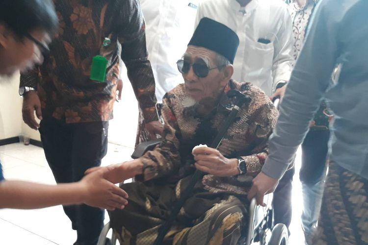 Ketua Majelis Syariah PPP Maimoen Zubair tiba di kantor PPP, Jakarta Pusat, Sabtu (16/3/2019).