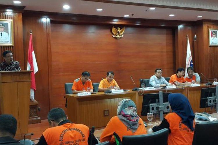 Wakil Gubernur DKI Jakarta Djarot Saiful Hidayat memberi pengarahan dalam acara laporan penyelenggarakan Pemkot Jakarta Utara di Kantor Walikota Jakarta Utara, Jalan Yos Sudarso, Minggu (12/2/2017).