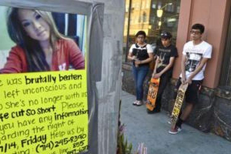 Poster-poster ditempel di sekitar TKP untuk mencari informasi seputar kejadian yang menimpa Annie Pham