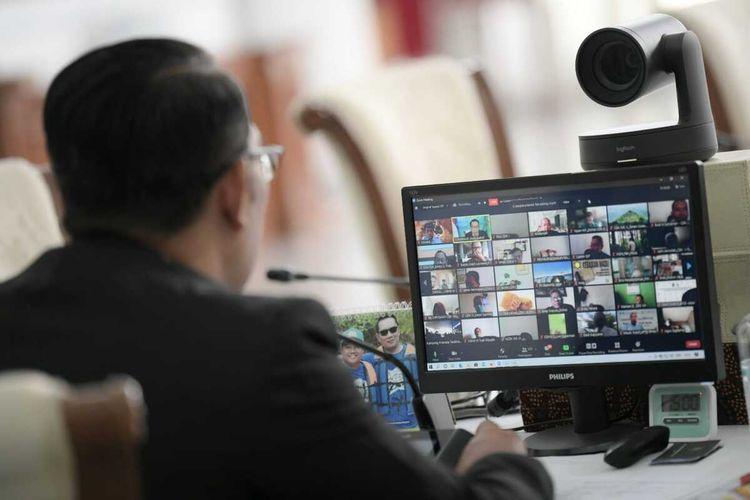 Gubernur Jawa Barat Ridwan Kamil meluncurkan petani milenial lebah madu, secara virtual di Gedung Pakuan Bandung, Selasa (21/9/2021).