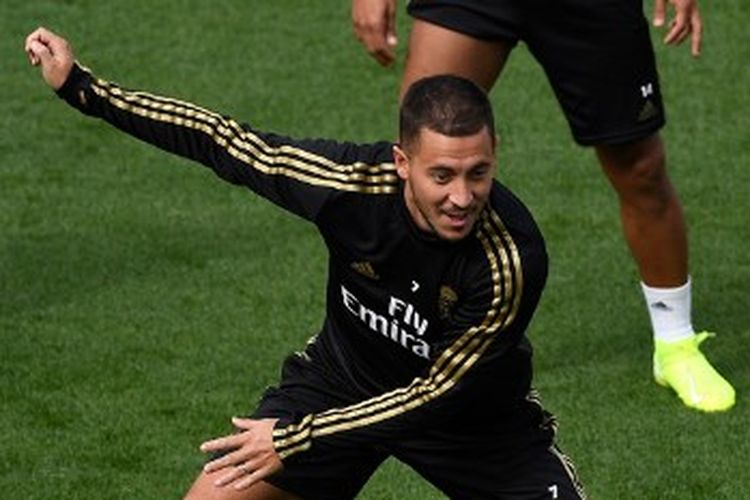 Pemain Real Madrid, Eden Hazard, mengikuti latihan Real Madrid menjelang pertandingan menghadapi Sevilla yang digelar di pusat latihan Ciudad Real Madrid, Valdebebas, 21 September 2019. (Photo by PIERRE-PHILIPPE MARCOU / AFP)