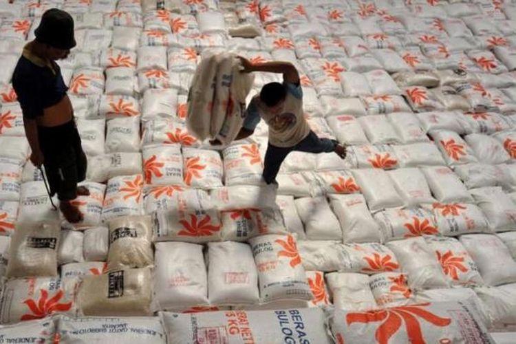 Ilustrasi beras di gudang Bulog