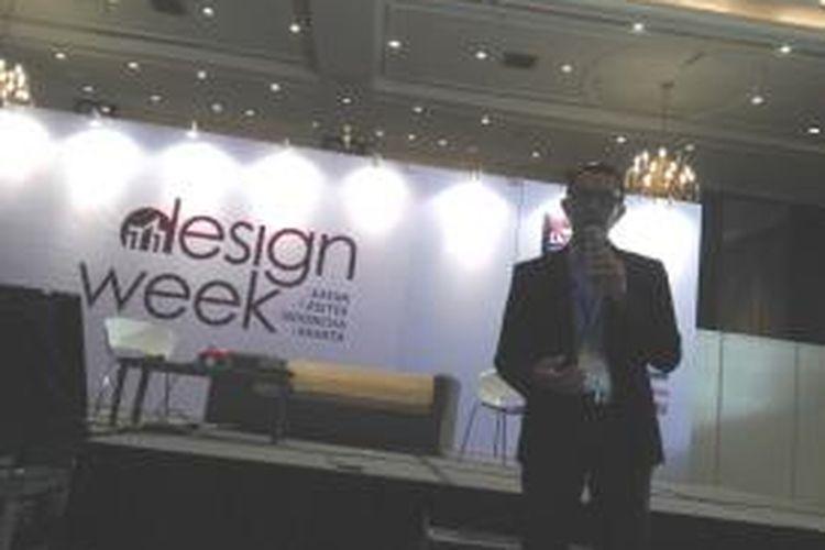 Ketua IAI Jakarta, Steve JM, dalam konferensi pers Ikatan Arsitek Indonesia (IAI) Jakarta, Kamis (17/4/2014).