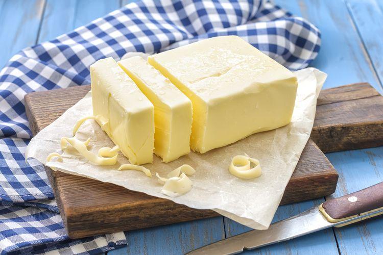 Ilustrasi mentega (butter) yang terbuat dari lemak hewan. Mentega biasa digunakan sebagai bahan pembuat roti maupun kue.